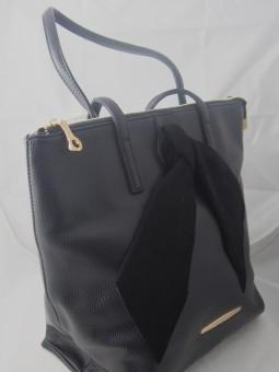 Дамска чанта с велурена панделка