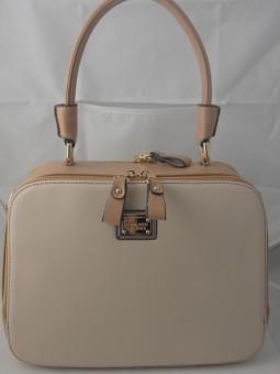 Дамска чанта с интересна форма