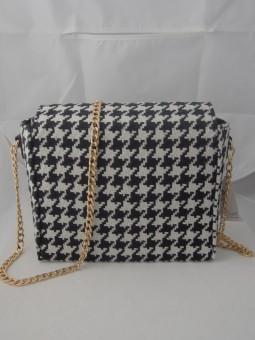 Стилна малка чанта от текстил