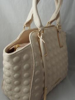 Бежова чанта с релеф