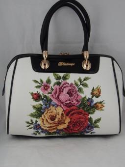 Чанта с бродирани цветя