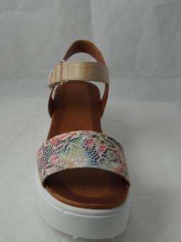 Дамски сандал на платформа