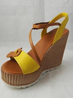 Дамски сандал на висока платформа