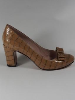 Елегантна обувка от естествен лак