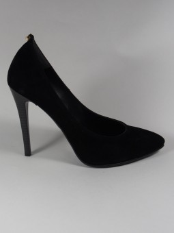 Елегантна черна обувка на висок ток