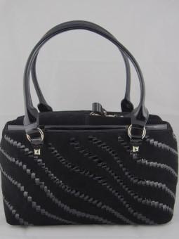Елегантна черна чанта велур и лак