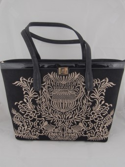 Велурена чанта с бродерия ежедневна