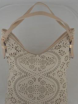 Чанта с лазарно нарязване на кожата бежов  цвят