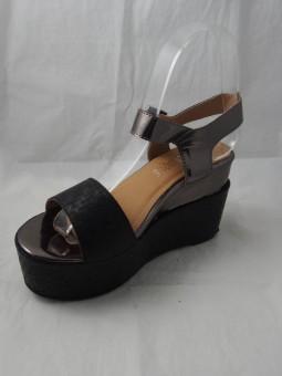Дамски сандал на средна платформа