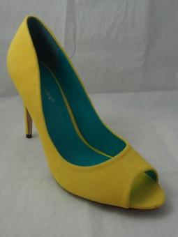 Дамска обувка в модерно жълто