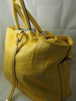 Чанта в жълто