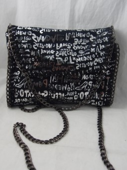Малка чанта с дълга дръжка