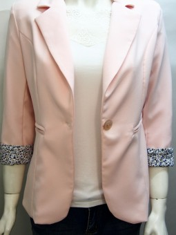 Дамско сако в бледорозово