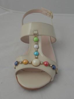 Бежов сандал с камъни от естествен лак