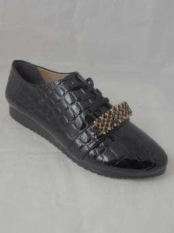 Ежедневна обувка с връзки и аксесоар
