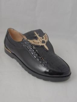 Ежедневна обувка с ефектен аксесоар