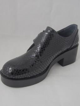 Кожена обувка на ток с катарама